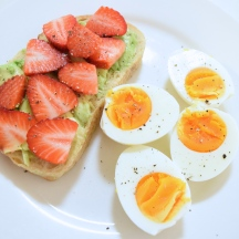 StrawberryAvocadoBreakfast
