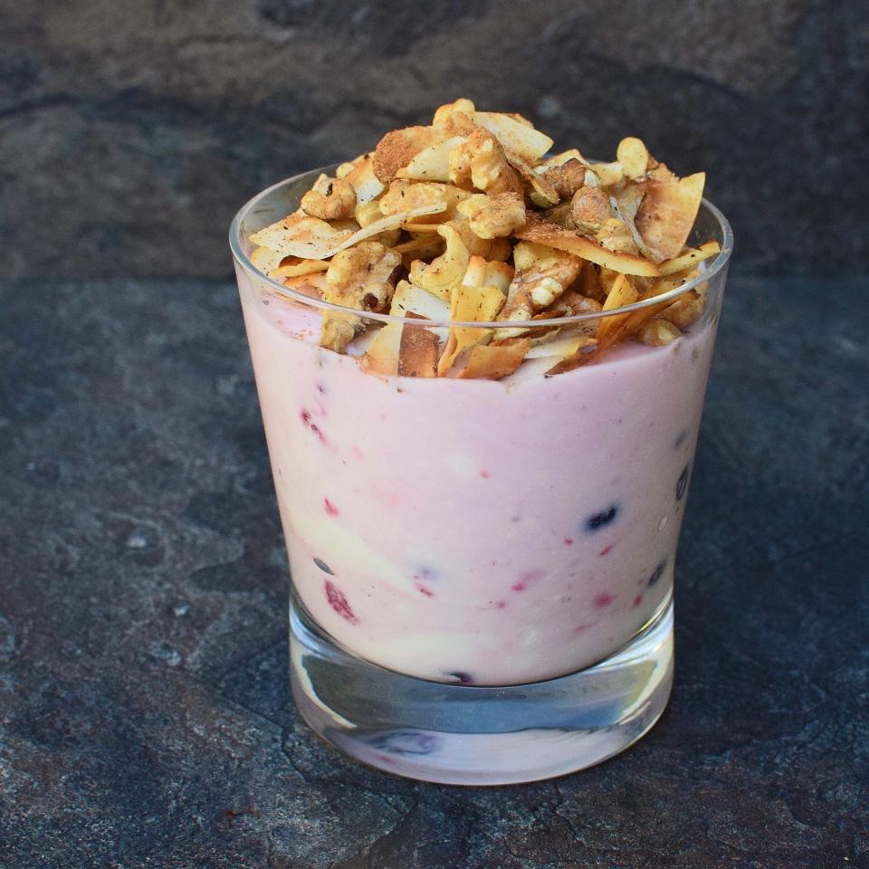 Coco-berry yoghurt smash