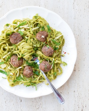 Green Spaghetti and Meatballs from Simplicious